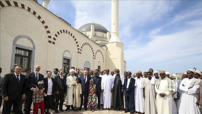 Officials from Turkey and Djibouti attend the opening ceremony of the mosque, Djibouti, Nov. 29, 2019. (HA Photo)
